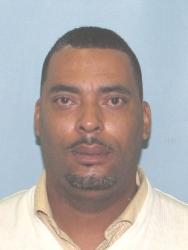 Fugitive sends cops selfie because he hates his mugshot…